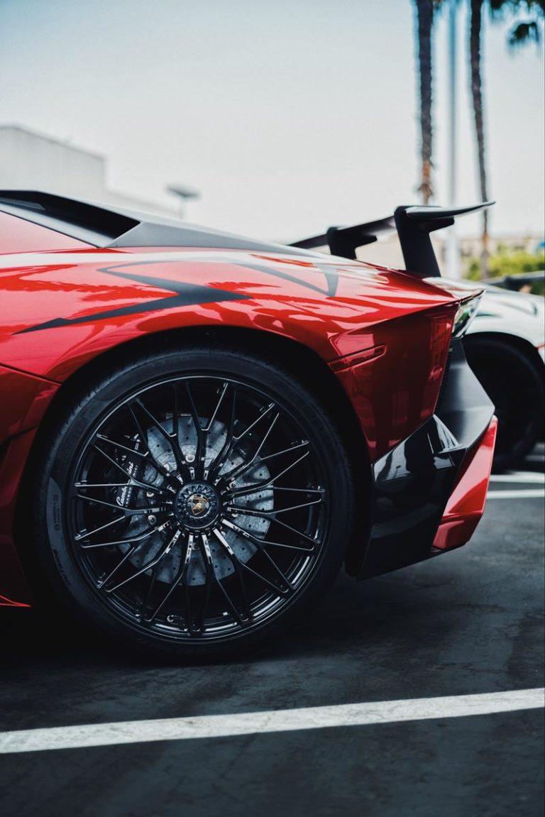 Jest wiele powodów dla których warto wynająć samochód na dłuższy okres czasu