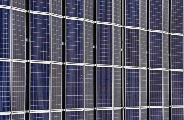 W jaki sposób fotowoltaiczne ogniwa wytwarzają energię elektryczną